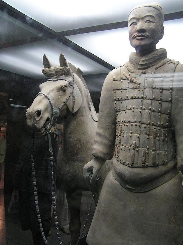 为什么中国古代人物画总是看着不那么写实?